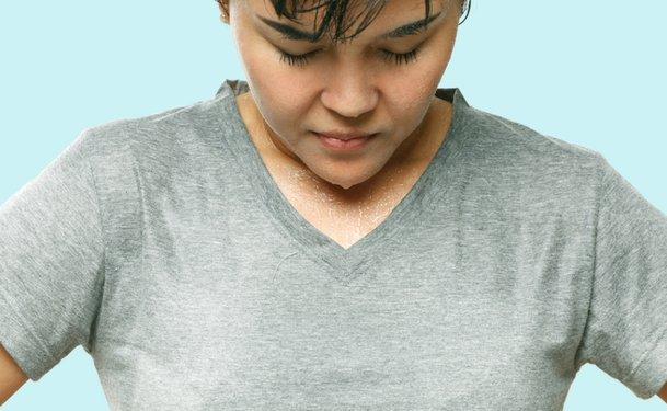 Đổ mồ hôi toàn thân gây khó chịu và bất tiện trong sinh hoạt hàng ngày